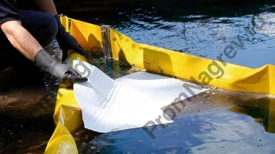 Гидрофобные свойства позволяют использовать салфетки даже в дождь.