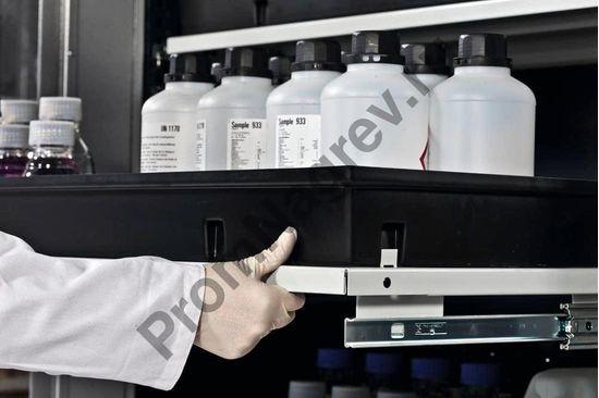 Благодаря удобным выдвижным ёмкостям-полкам обеспечивает удобное хранение и извлечение мелких контейнеров.
