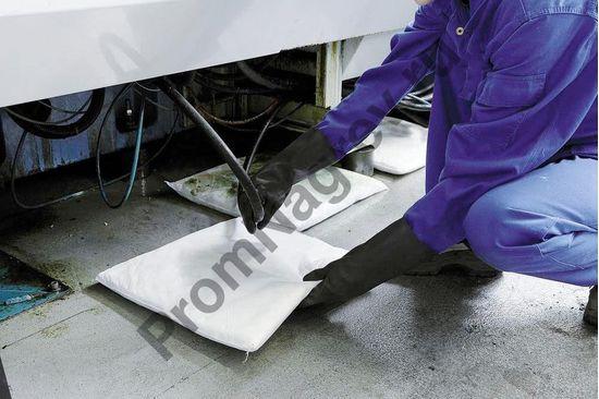 Сбор капающей и стекающей жидкости с помощью сорбирующих подушечек.
