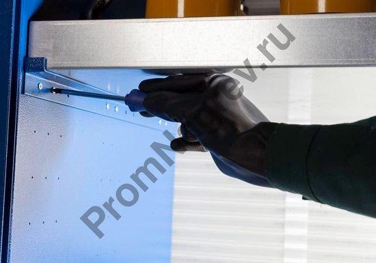 Сточные поддоны, которые используются в шкафу, абсолютно герметичны и отвечают требованиям директивы об использовании стальных поддонов для хранения опасных веществ.
