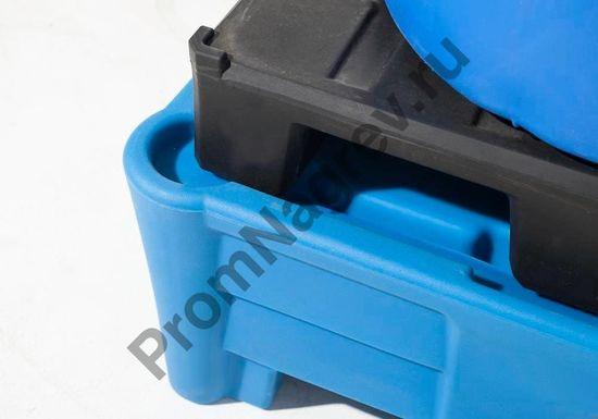 Поддон синтетический, рассчитанный на две бочки,  способ установки паллета-подставки полиэтиленового, которым оснащен поддон.