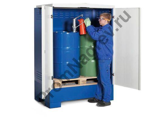 Склад для хранения опасных веществ, бело-синий, тип XL-2.2, на 2 двухсотлитровые бочки, пример фасовки веществ прямо шкафу.