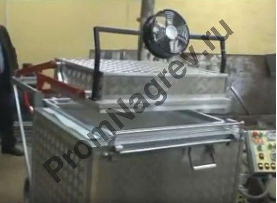 Полуатоматическая термоформовочная машина ВФ А800 в процессе формовки