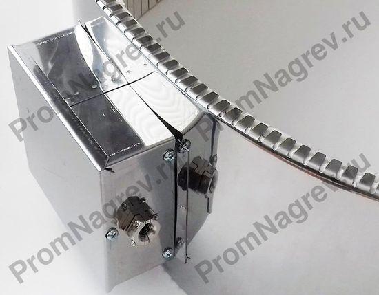 Тип подключения полухомутового нагревателя - клеммная колодка, закрытая коробом, направление токовывода - тангенциально