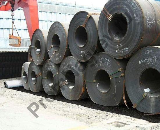 Два узких рулона флизелинового сорбирующего материала для использования вне помещений (масла/нефть), 450 х 24000 мм в сложенном виде.