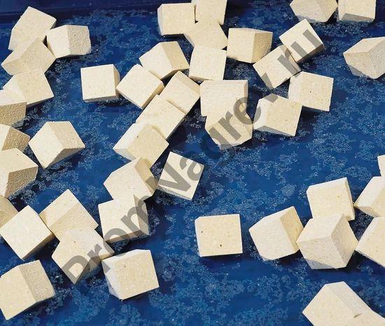 Плавающие кубики для масла и нефти, типа I + II/SF, в пакетах по 10 килограмм.