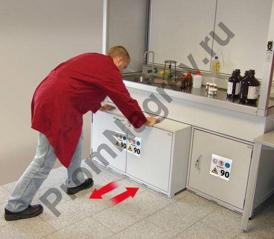 Благодаря выдвижному механизму, модель обеспечивает быстрый и удобный доступ ко всем флаконам с жидкостью.