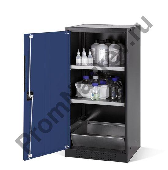 Шкаф под химикаты, две полки и поддон, антрацитовый корпус и синяя дверь.
