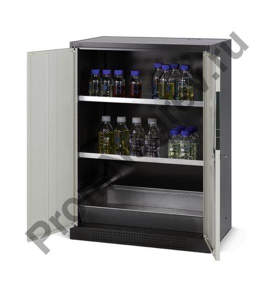 Шкаф для токсичных веществ Systema CS-82 с двумя полками и поддоном в нижнем отсеке.