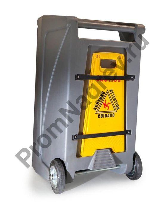 Знак опасности на задней панеле аварийного мобильного набора, который рассчитан на поглащение до 55 литров опасного загрязняющего вещества.