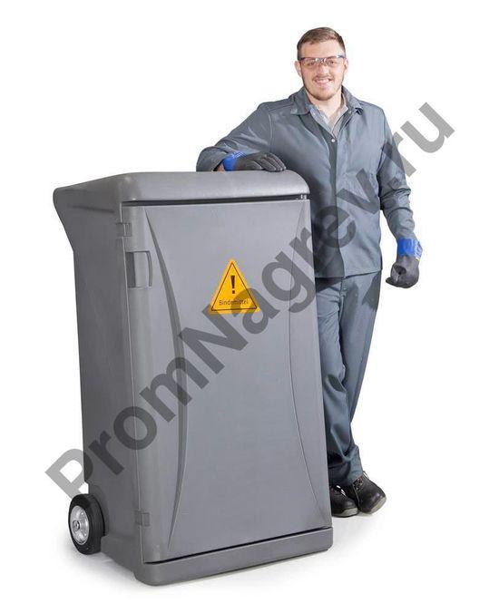 Сорбенты на основе нетканого материала, впитывающего нефть и маста, в передвижном пластиковом контейнере.