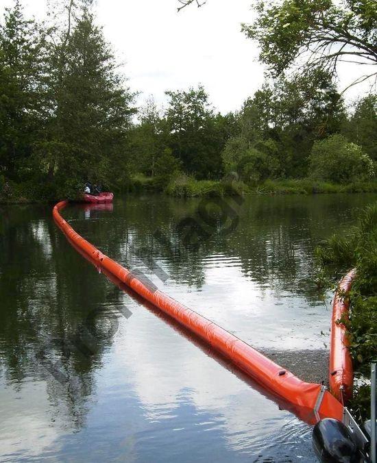 Пятиметровый барьер, заполненный воздухом, для удержания масел и нефти, на 350 литров.