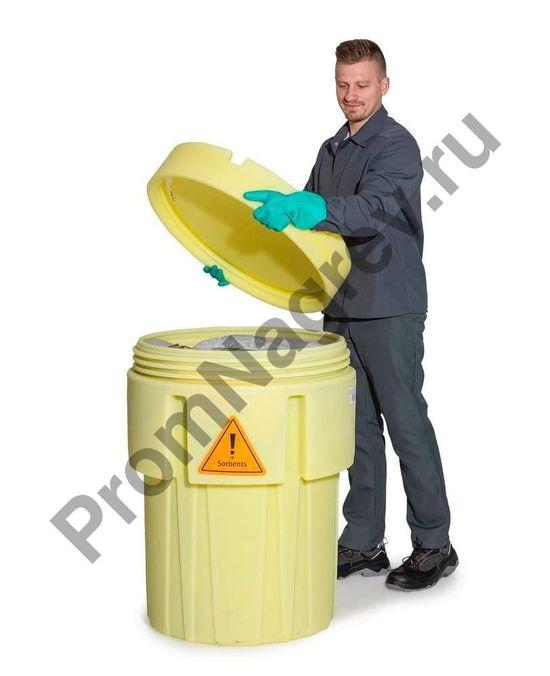 Жёлтая бочка с набором сорбентов для масляных и нефтяных жидкостей (200 ковриков) с закручивающейся крышкой с винтовой резьбой.