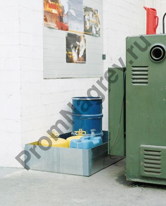 Оцинкованный прямой поддон из стали на 1 бочку (200л) стоит в углу склада за шкафа, маленький, очень удобно, войдёт везде.